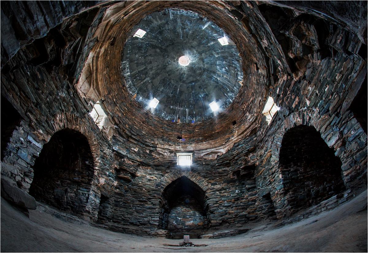Aż trudno pomyśleć, że te kamienne wnętrza były kiedyś przytulnym schronieniem dla karawan