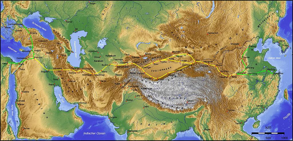 Mapa głównej trasy jedwabnego szlaku (źródło: Wikimedia Commons). Poniżej - lokalizacja karawanseraju Tasz-Rabat