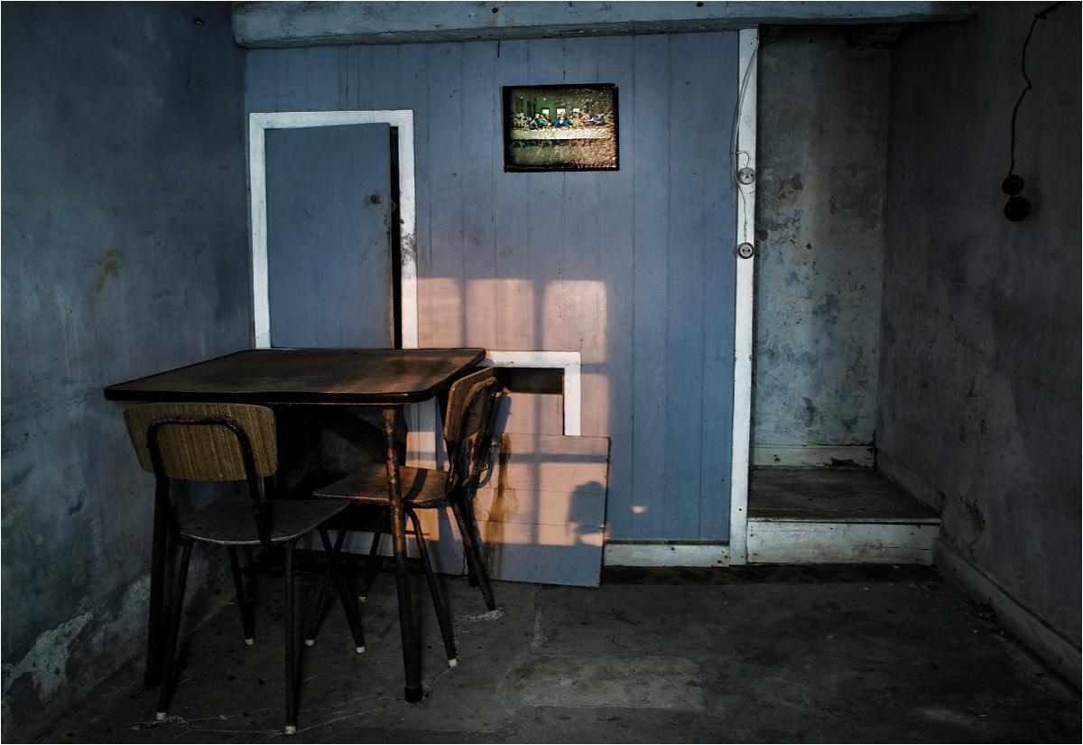 Wnętrze jednego z wielu na wyspie opuszczonych domów
