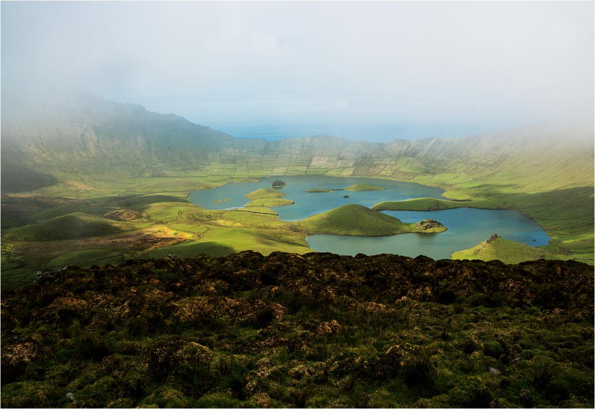 Modły zostały wysłuchane - wyspa zasnuwa się mgłami. Robi się naprawdę tajemniczo