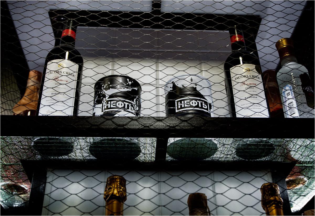 """W miejscowych barach można kupić wódkę, sprzedawaną w """"baryłkach po ropie"""""""