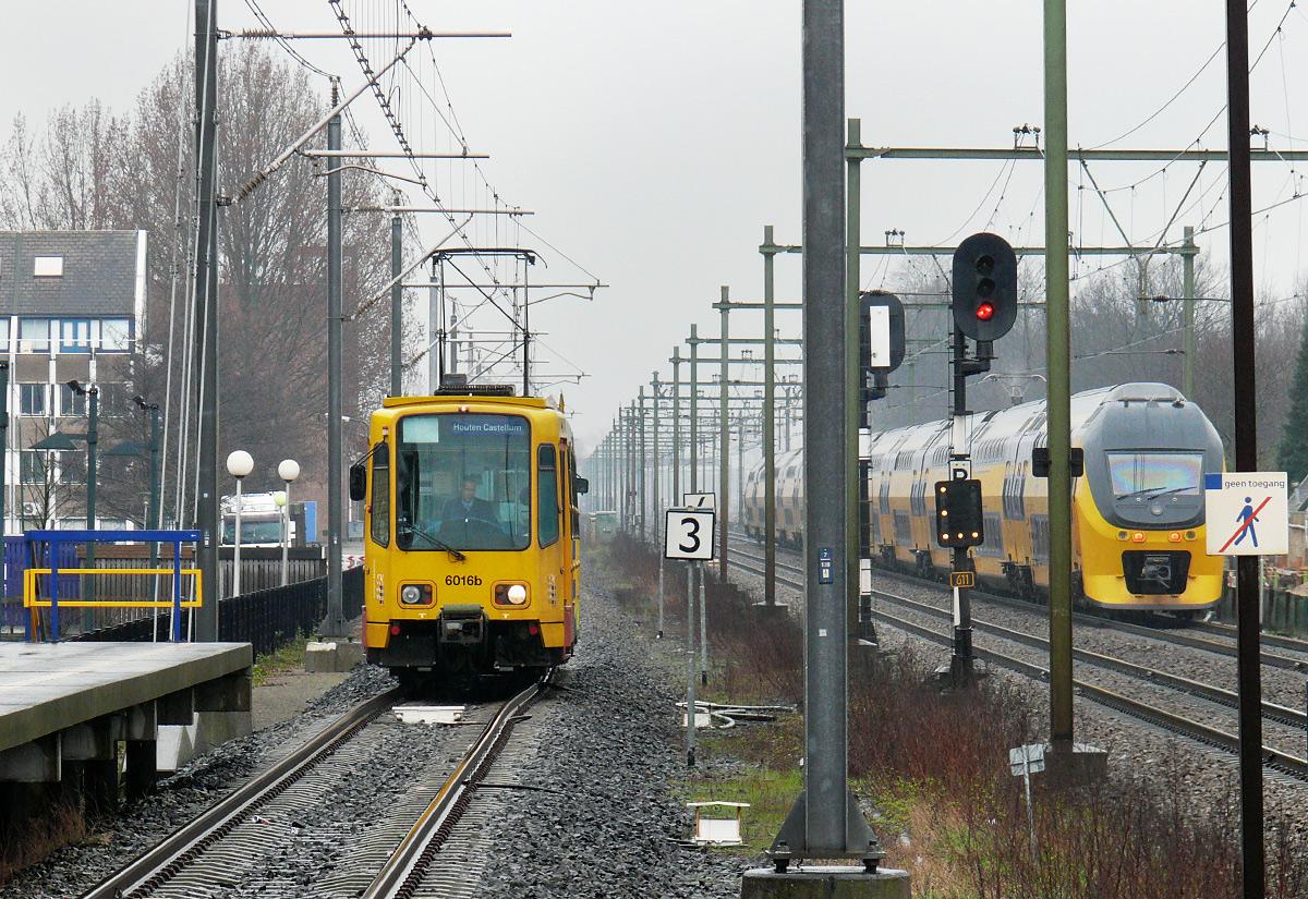 Trasa tramwajowa w Houten wiodła zaraz obok torowiska dla pociągów dalekobieżnych