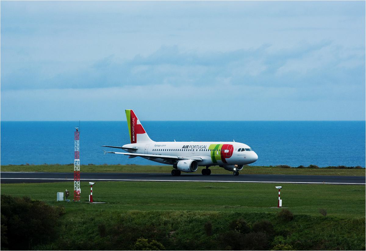 Airbus A319 linii TAP startuje z Ponta Delgada jako rejs do Porto