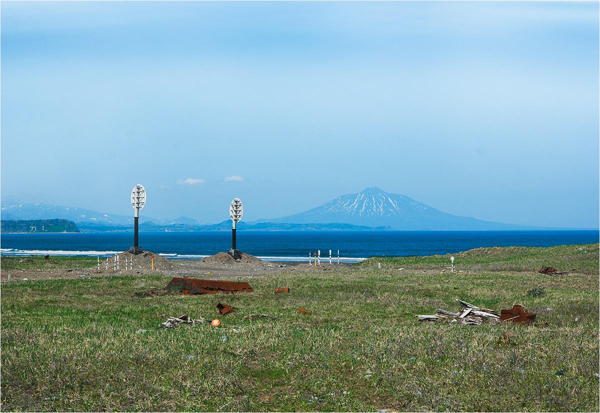 Jużno-Kurylsk. Kilkadziesiąt kilometrów za miasteczkiem wyrasta czynny wulkan Tiatia