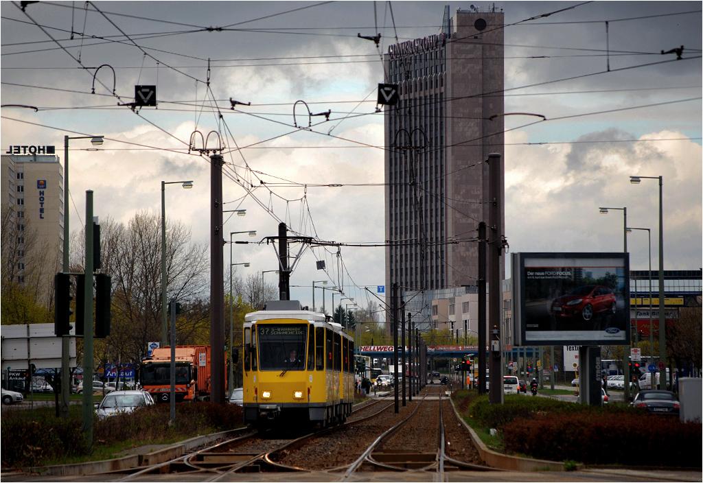 Tatra KT4DM na ulicach Berlina w 2011 roku. Ten konkretny egzemplarz jeździ obecnie we Lwowie
