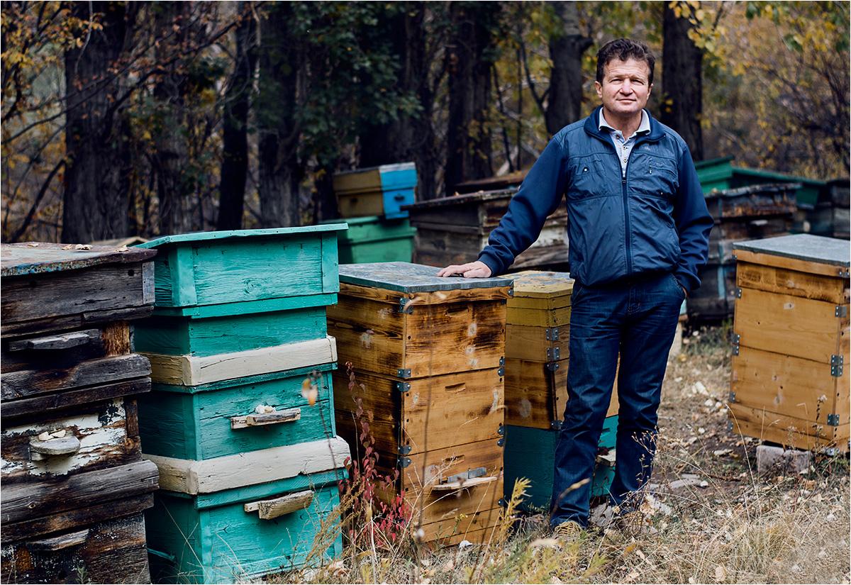 Oleg Niekrytow na swojej pasiece
