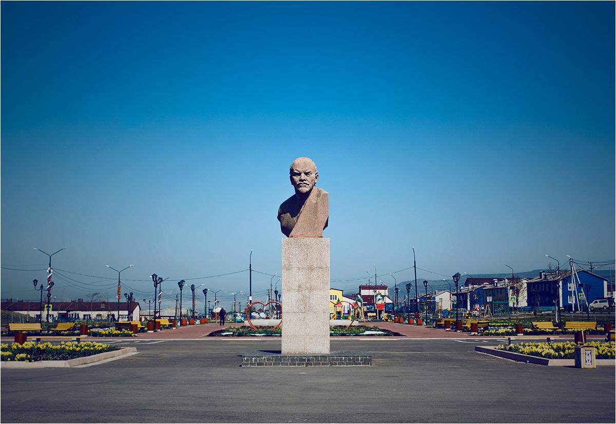 Główny plac Jużno-Kurylska. Pośrodku oczywiście pomnik Lenina