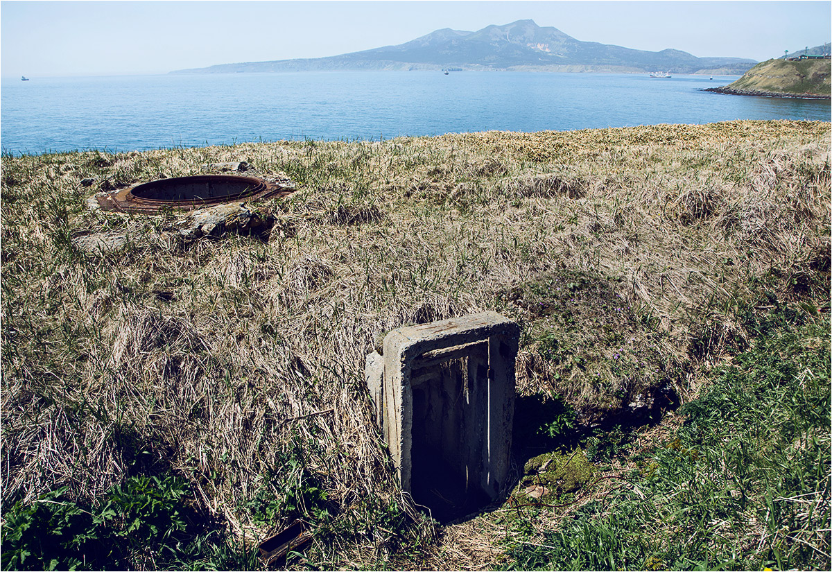 Stare bunkry niszczeją na obrzeżach miasteczka