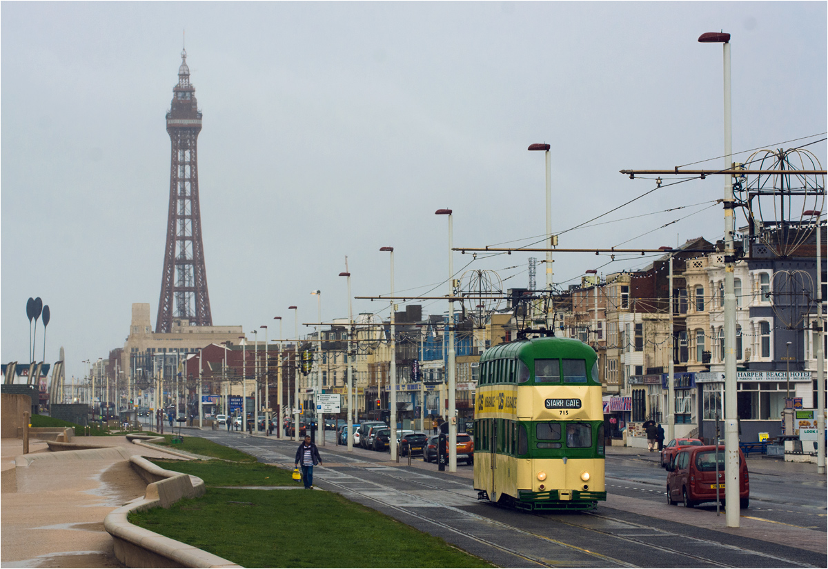 """Baloon"" numer 715 na tle Blackpool Tower"
