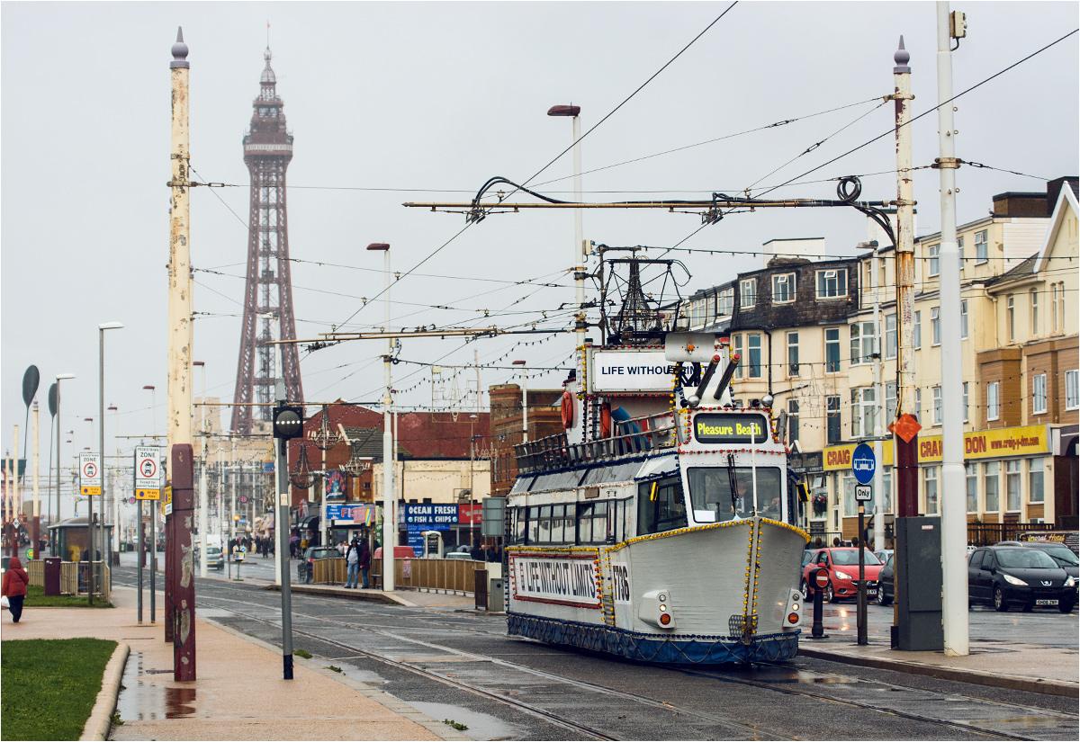 Okręt wojenny jeździ po Blackpool od 2004 roku