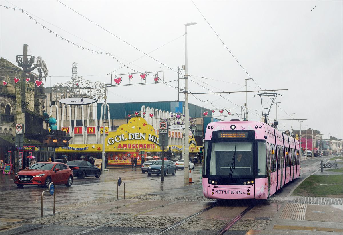 Różowy tramwaj w jednorożce przejeżdża pod girlandami serduszek. Czy to Japonia? Nie - to Blackpool