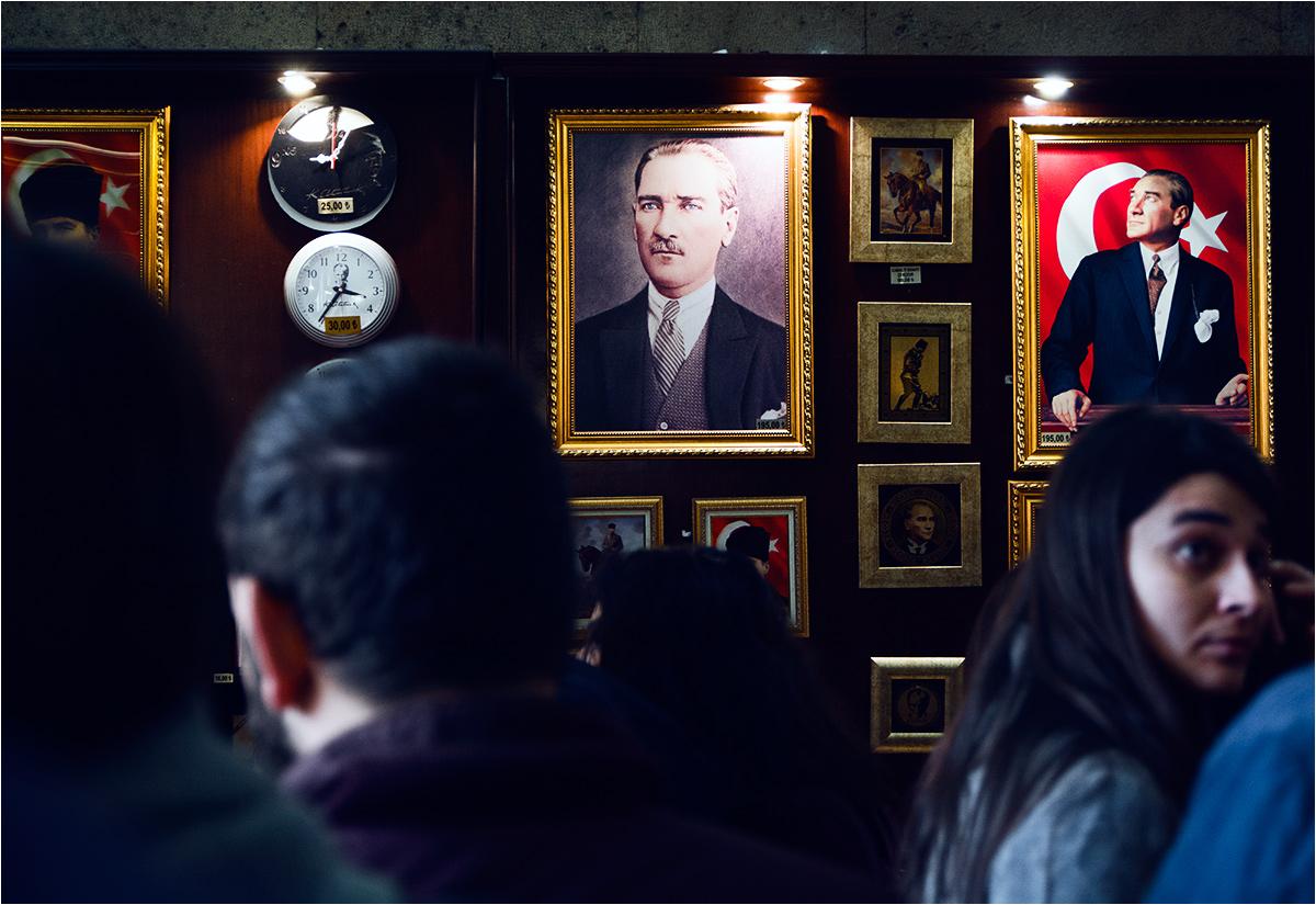 W kompleksie mauzoleum znajduje się także sklepik z pamiątkami z Atatürkiem