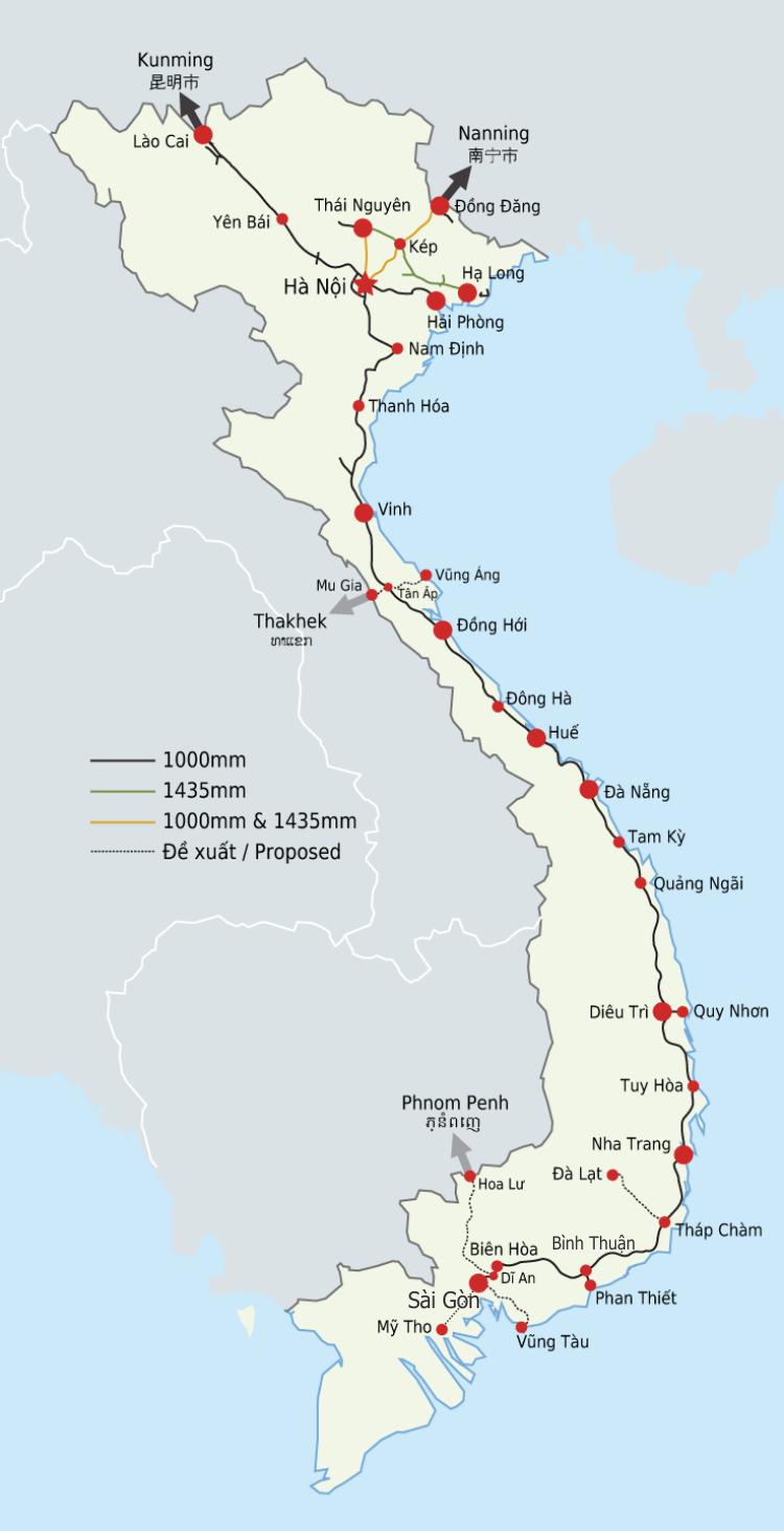Mapa kolejowa Wietnamu - widoczne rozgałęzienie linii na północ od Hanoi. CC BY-SA 3.0, autor: Dragfyre