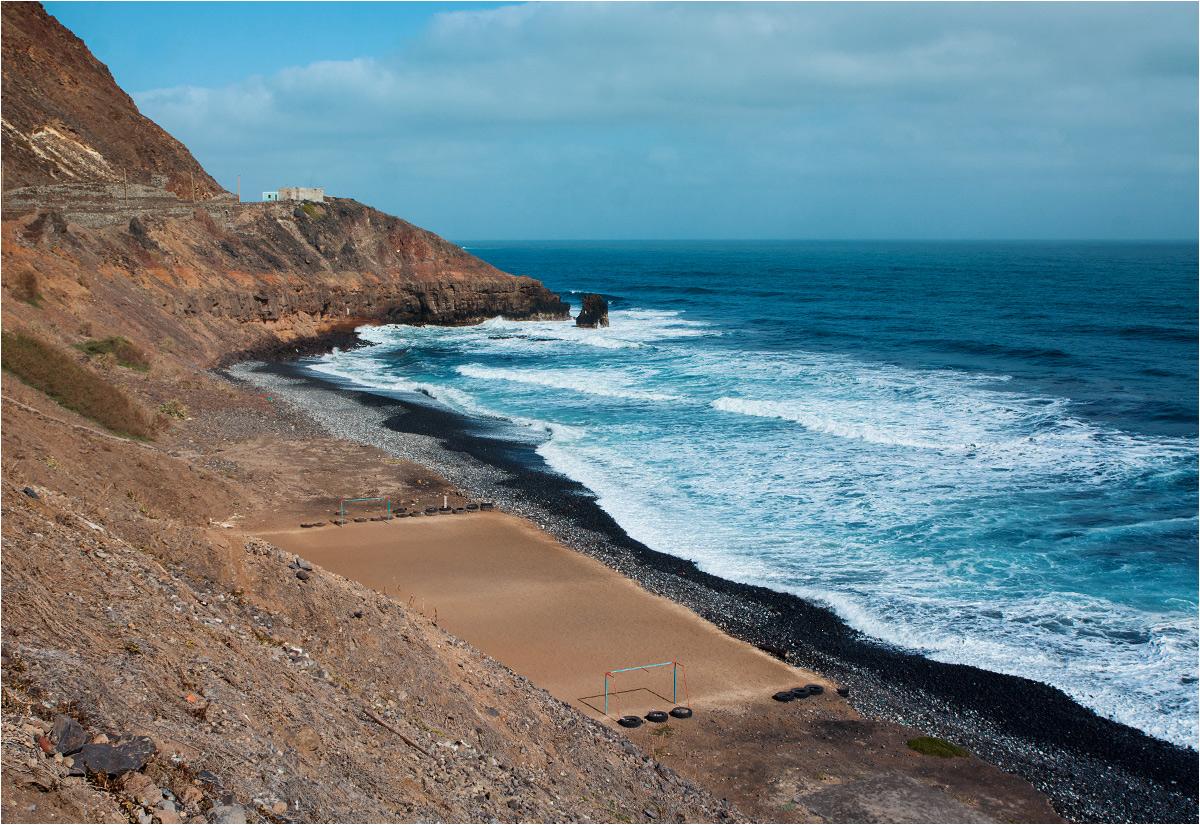 I jeszcze jedno boisko - tym razem zbudowane na plaży