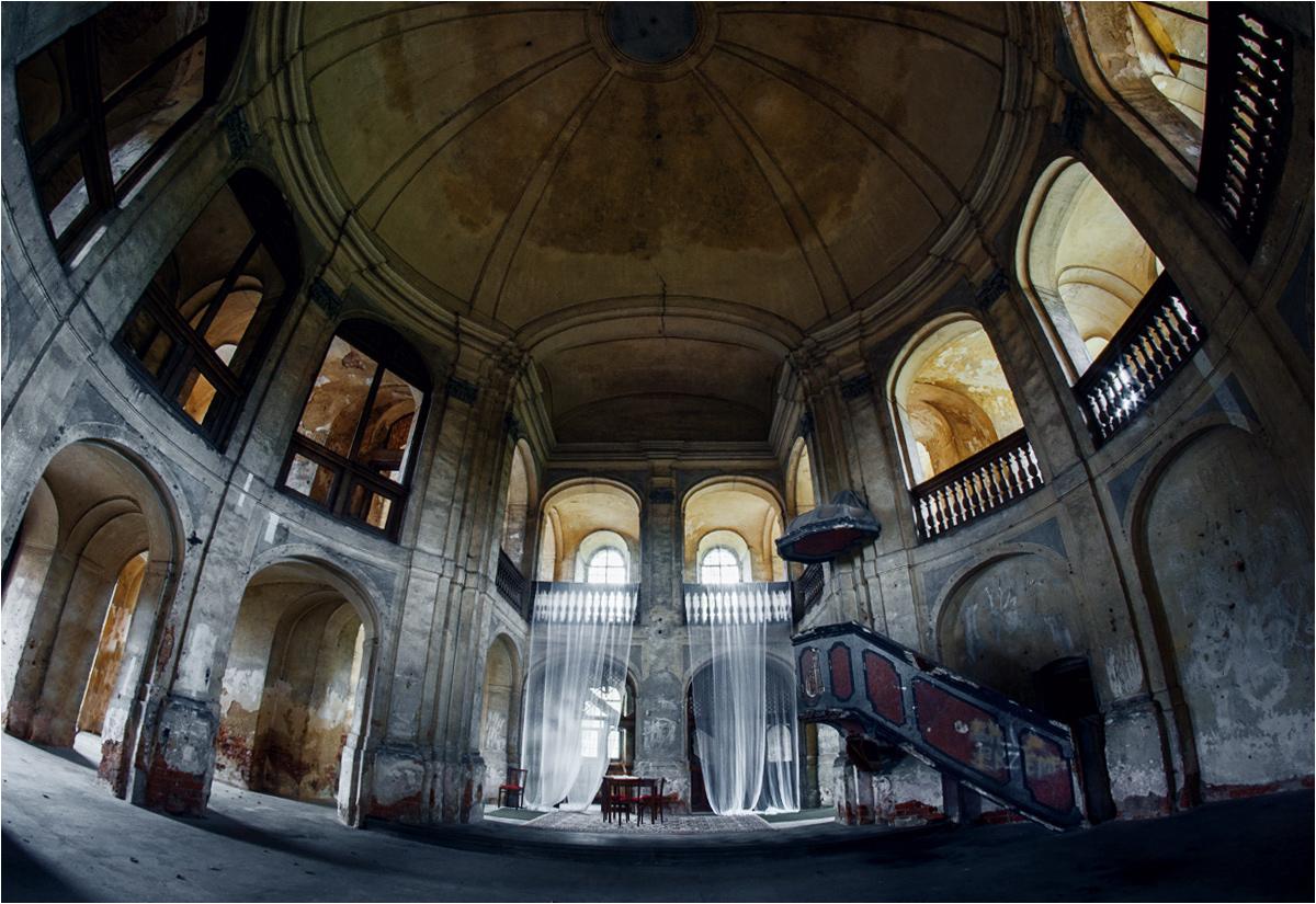 Barokowy pół-opuszczony kościół w Goszczu