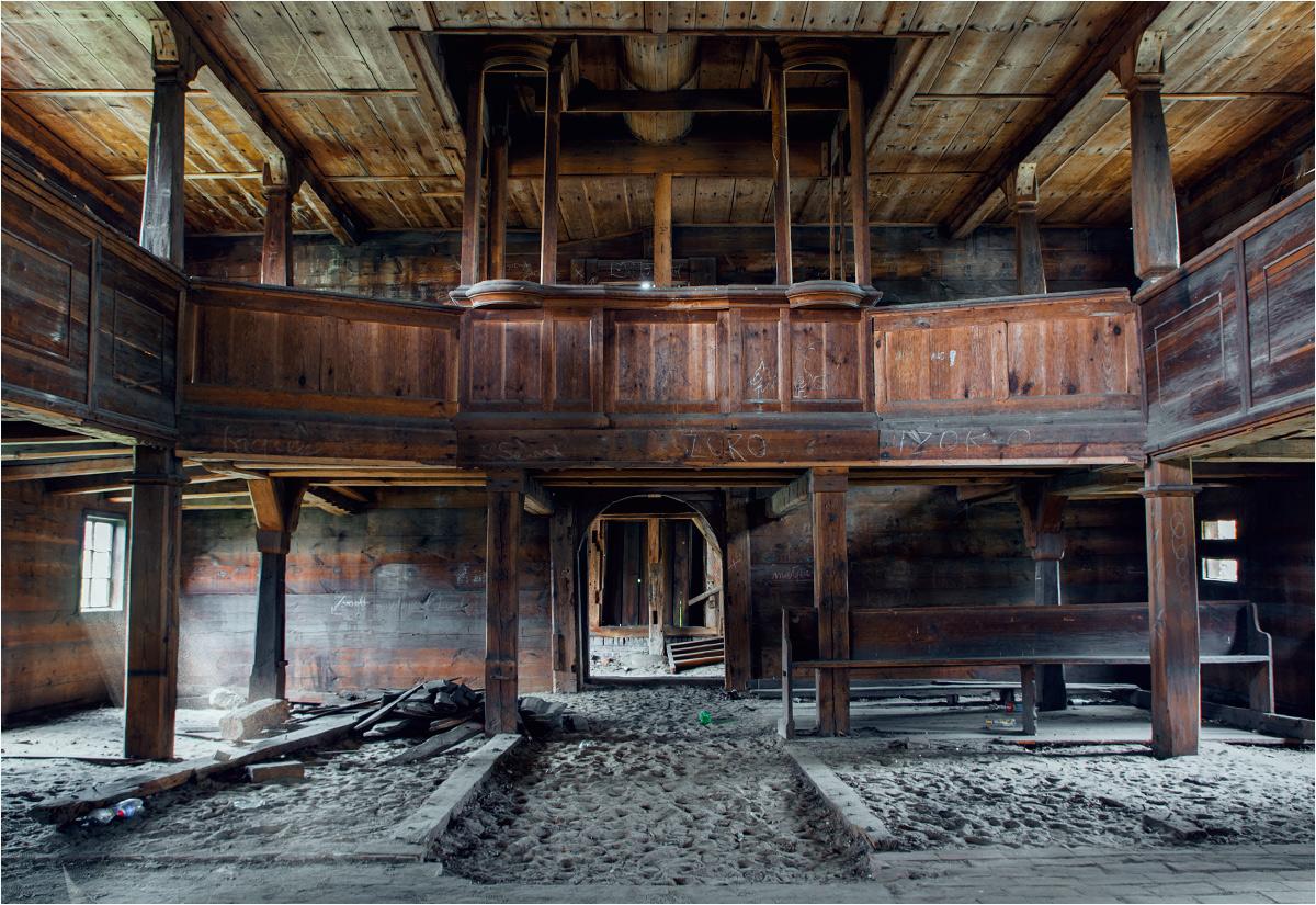 Pozostałości drewnianego chóru