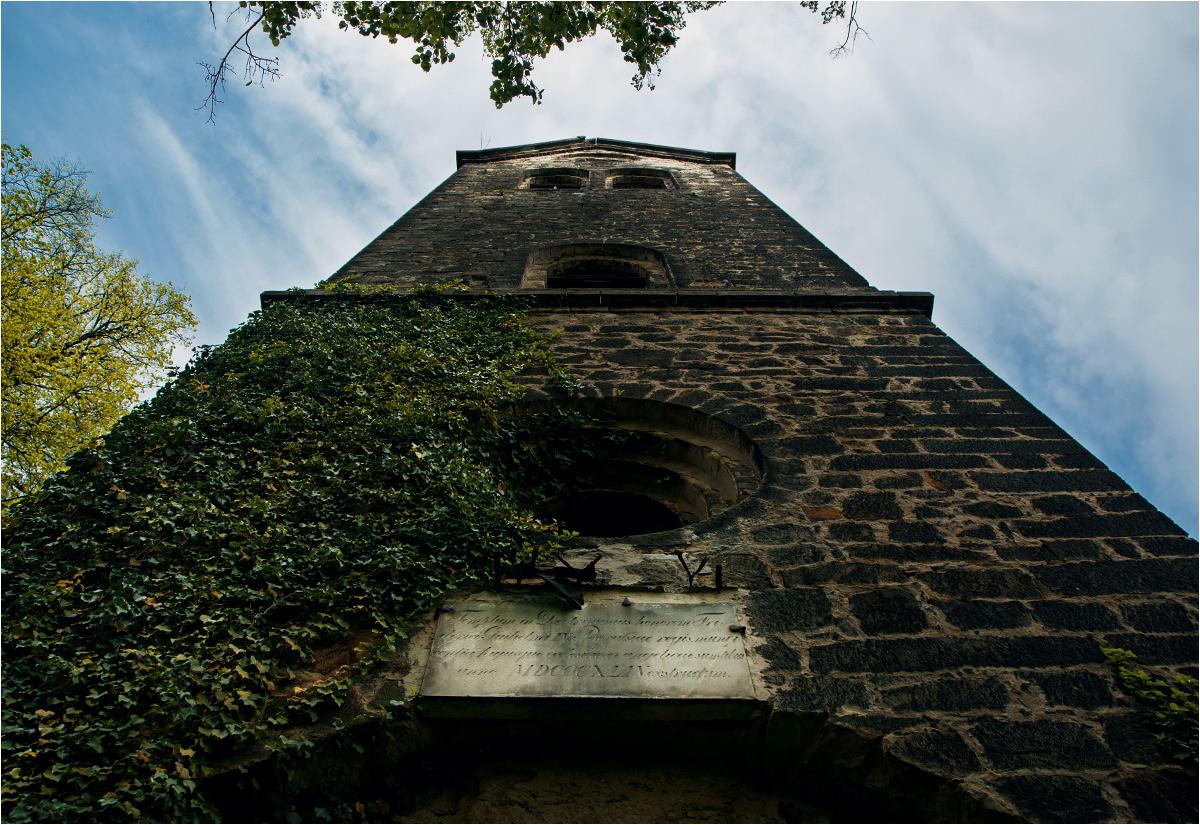 Wieża kościoła w Starych Jaroszewicach. Widoczna data budowy - 1844