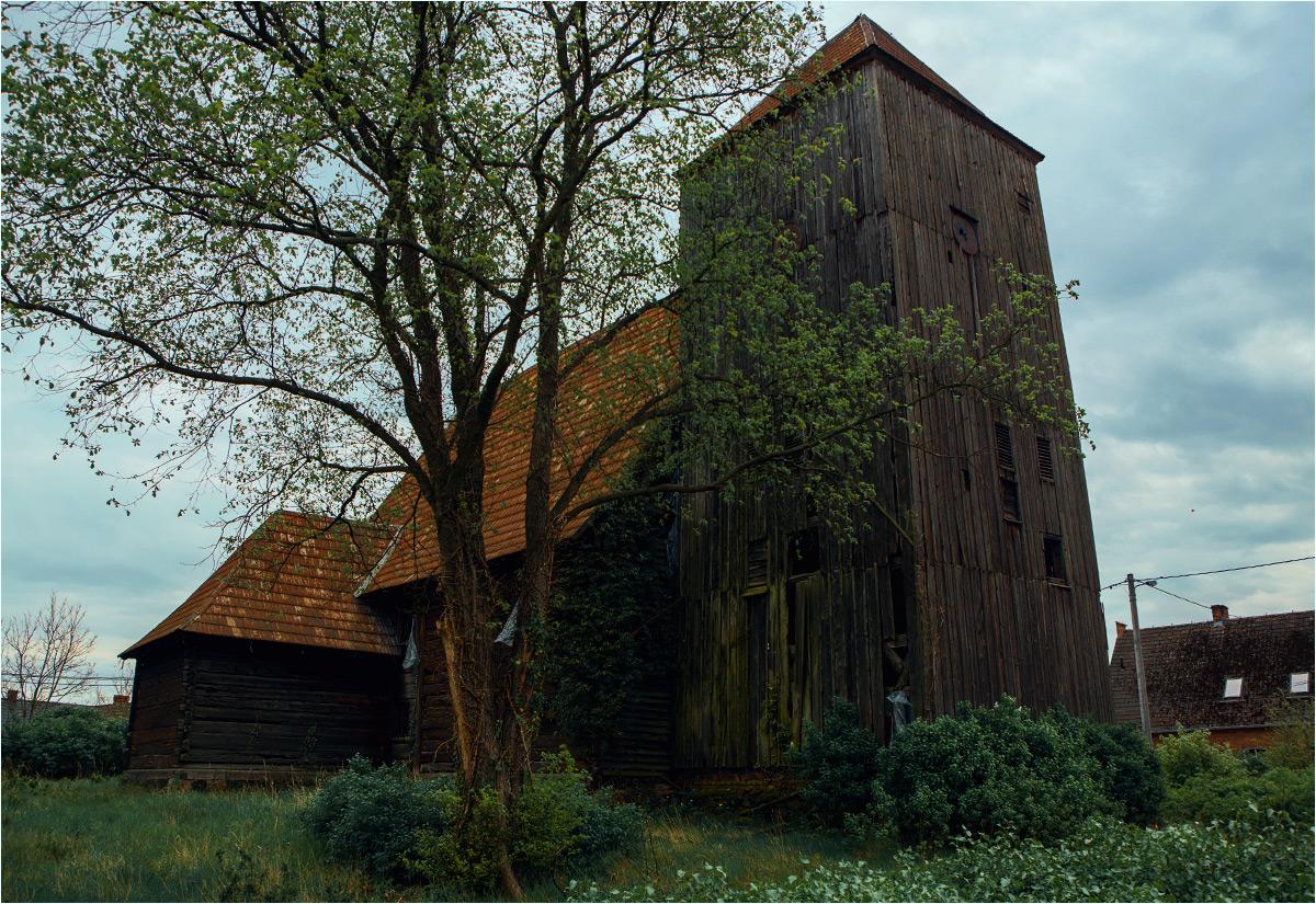 Opuszczony kościół ewangelicki w wiosce K.