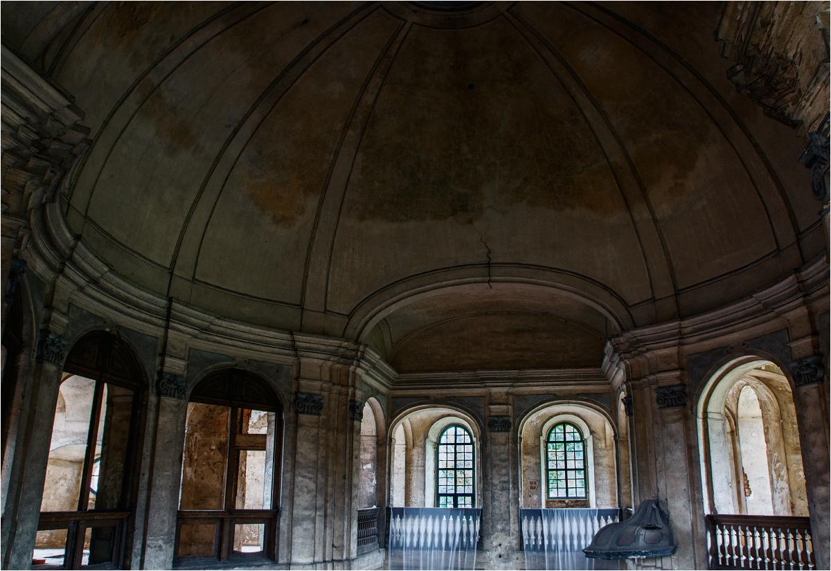 Goszcz - pod kopułą starego kościoła ewangelickiego