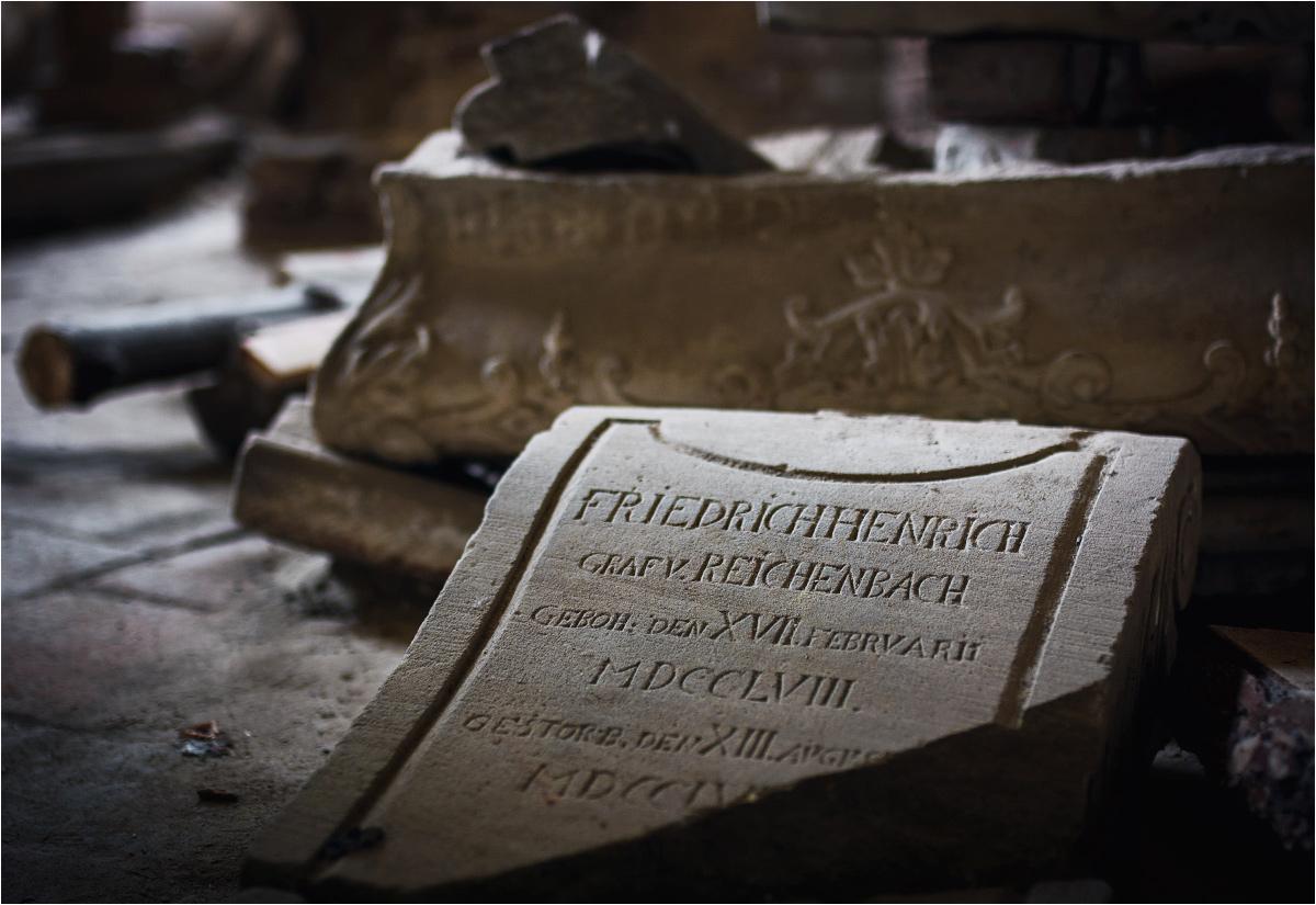 Częściowo odnowione sarkofagi rodziny Reichenbachów