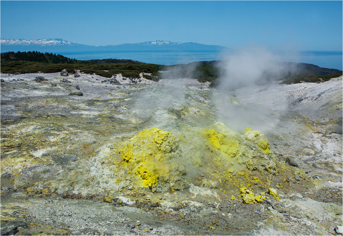 A w tle - japońskie wulkany