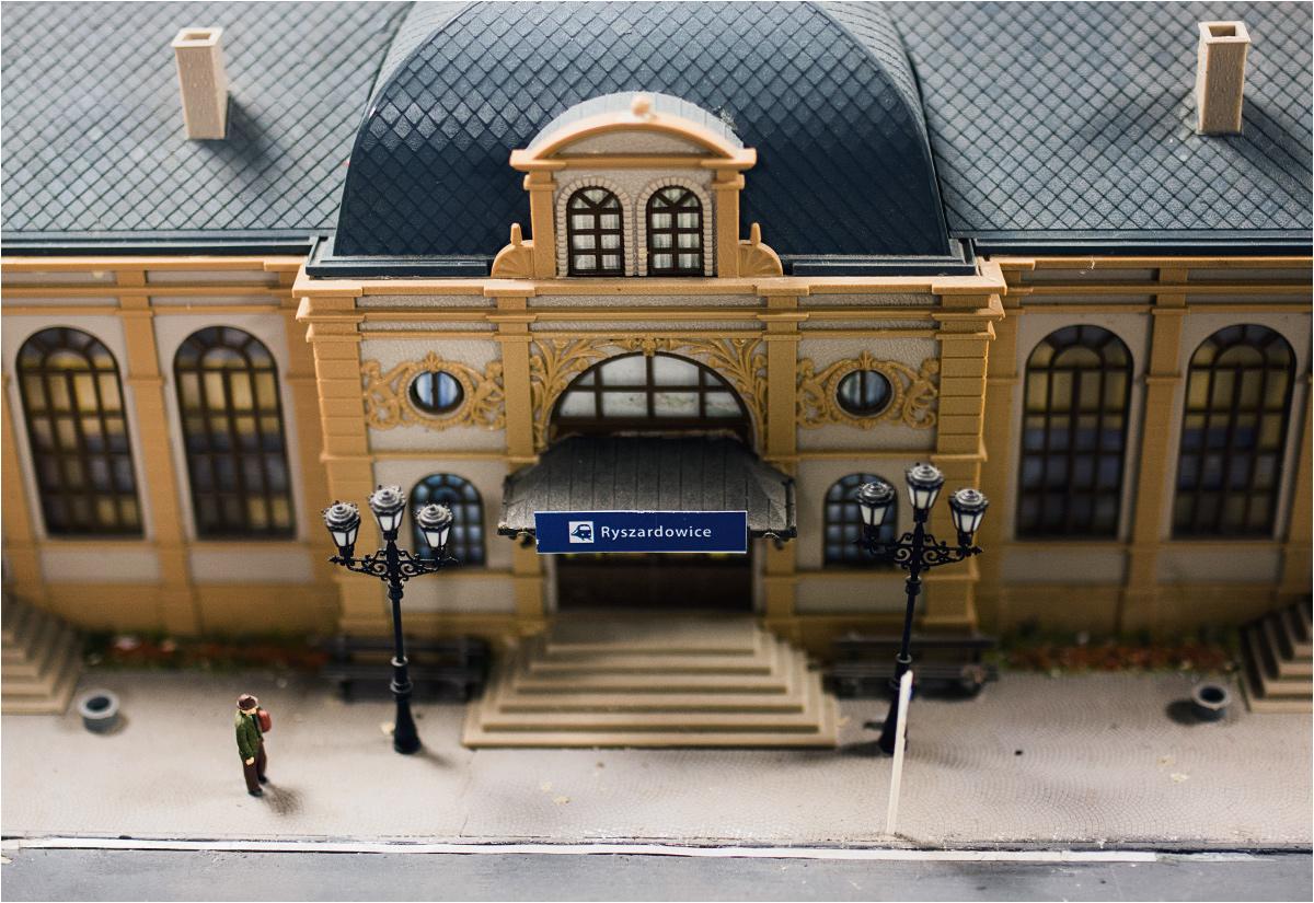 Dyrektora poznańskiego Zespołu Szkół Komunikacji upamiętnia między innymi nazwa jednej ze stacji. To jednak nie oznaka wielkiego ego Ryszarda Pyssy, a żart młodych modelarzy