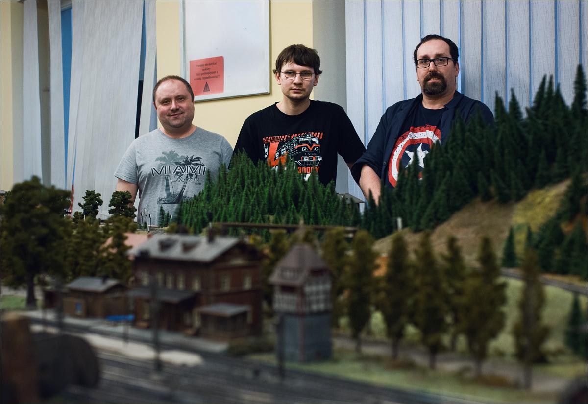 Łukasz, Paweł i Karol. Trzech modelarzy - pasjonatów sterowania ruchem pociągów
