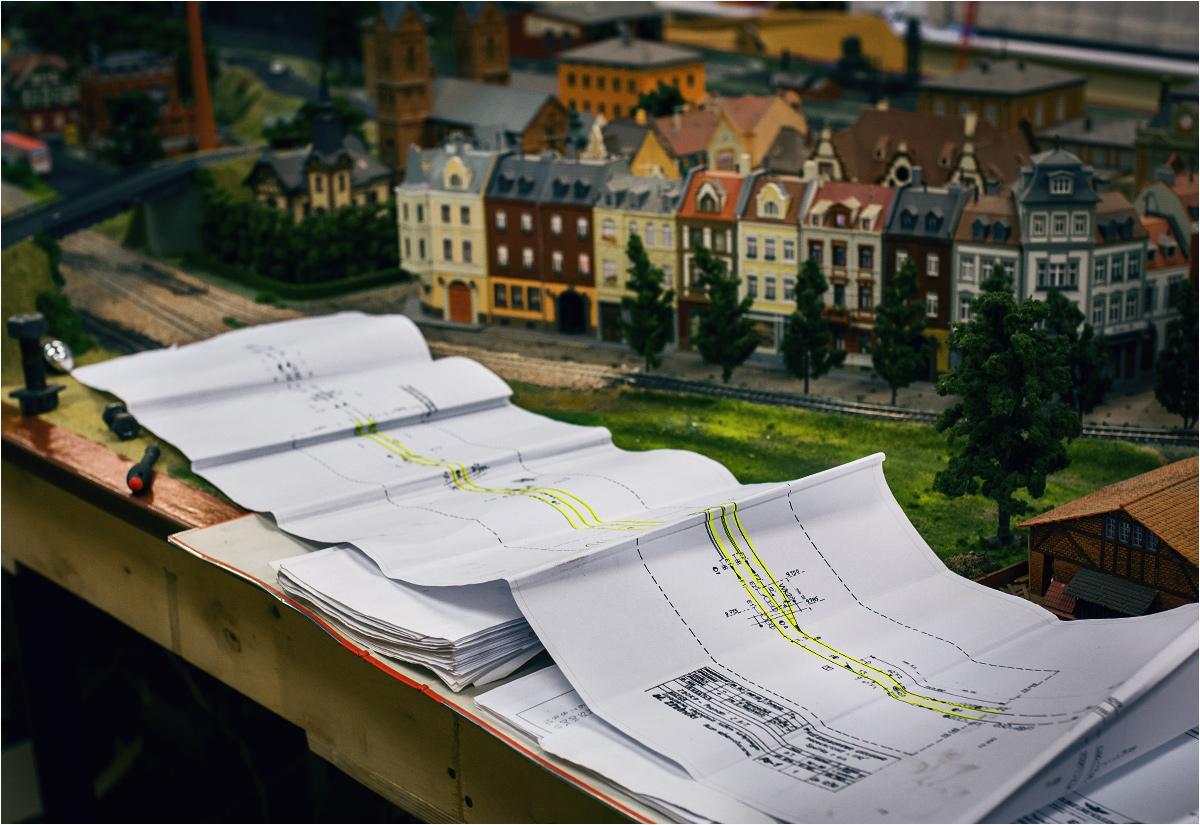 W odtworzeniu urządzeń stacyjnych modelarzom pomagają skomplikowane schematy