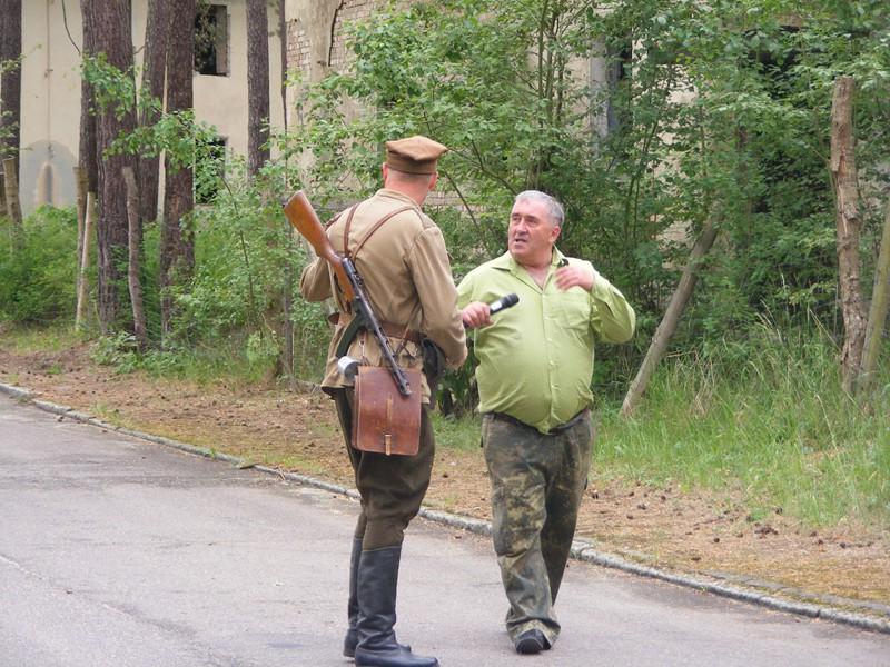 Podczas tworzenia rekonstrukcji wojennych. Fot. archiwum prywatne: http://www.bornesulinowo.cba.pl/