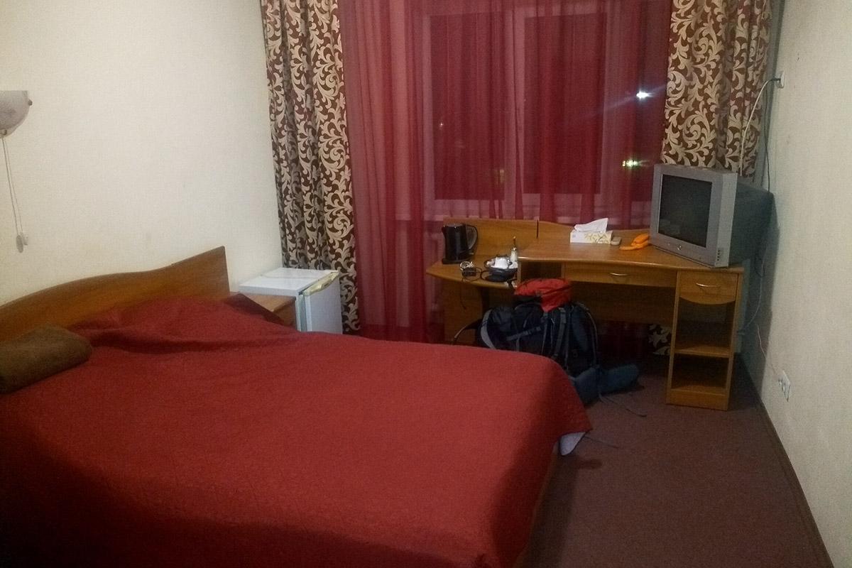 Tragicznie nie jest - zwykły rosyjski pokój hotelowy. Szkoda, że za taką cenę. I że trzeba o niego walczyć