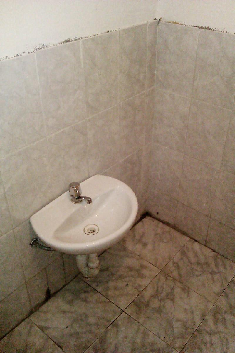 Nie wiesz, jak bardzo upierdliwa jest umywalka na poziomie kolan, dopóki na taką nie trafisz