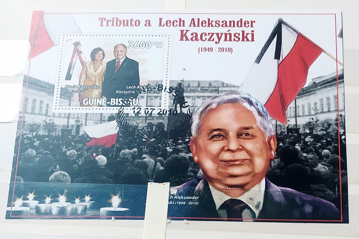 Pamiątkowy znaczek z Gwinei Bissau poświęcony Lechowi Kaczyńskiemu. Fot. ze zbiorów Jana Mieszka Parszewskiego