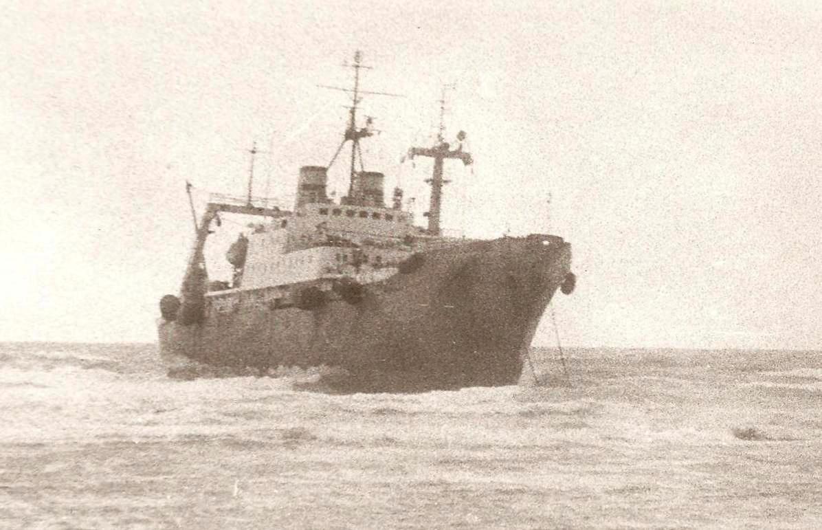 """""""Askania"""" za dawnych lat, autor fotografii nieznany. Trawlerów typu 1376 powstało łącznie 31 - większość stacjonowała w Murmańsku, wszystkie zostały spisane w latach 90-tych"""