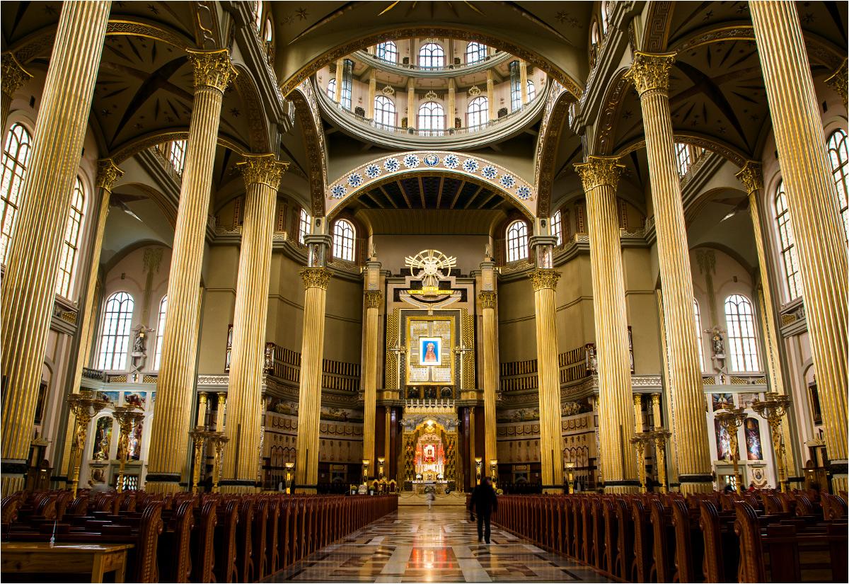Wnętrze głównej bazyliki