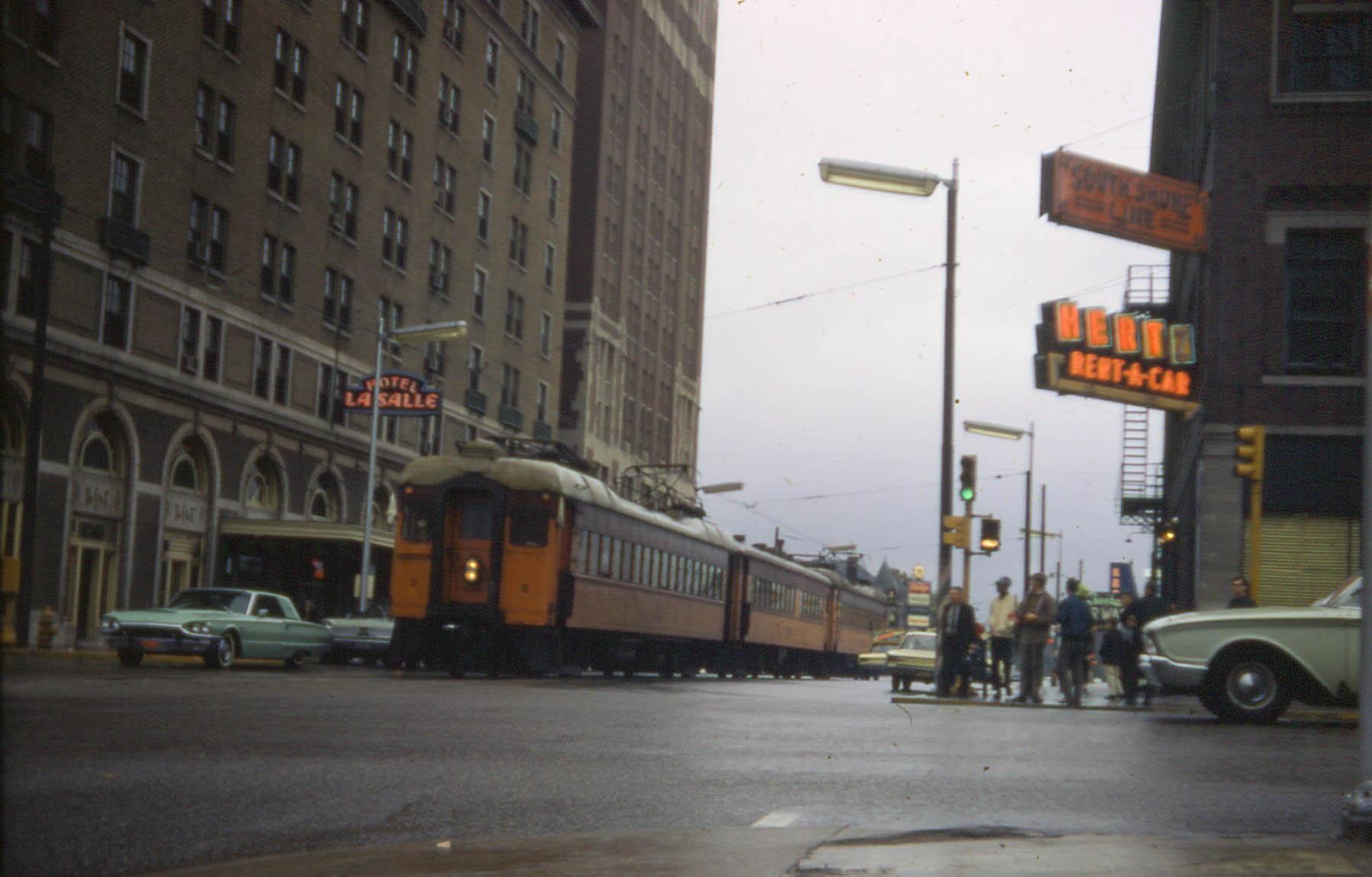 Pociąg linii South Shore w mieście South Bend, Indiana, w 1967 roku. Fot. David Wilson, licencja cc-by-2.0
