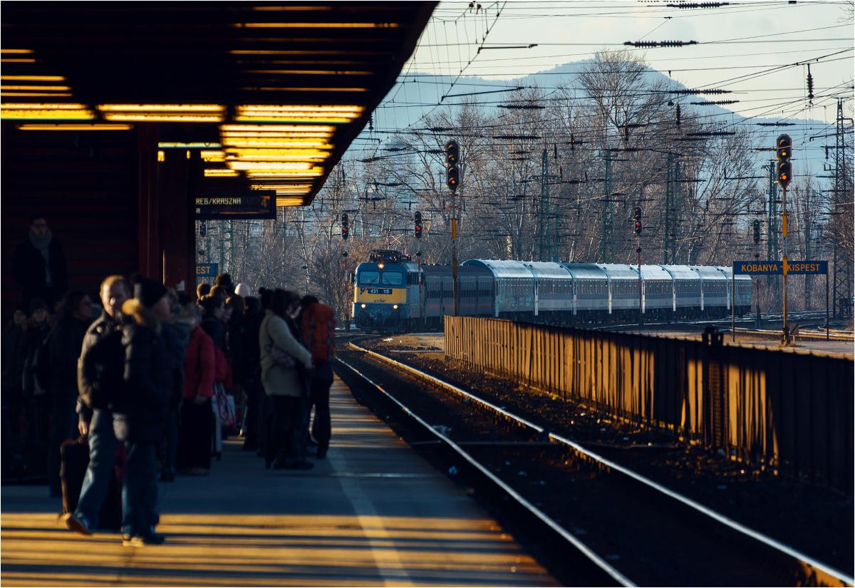 """Budapeszt, stacja Kőbánya-Kispest. W perony wjeżdża pociąg intercity """"Bereg-Kraszna"""" relacji Budapeszt Nyugati - Zahony. To on dowiezie mnie do Debreczyna"""