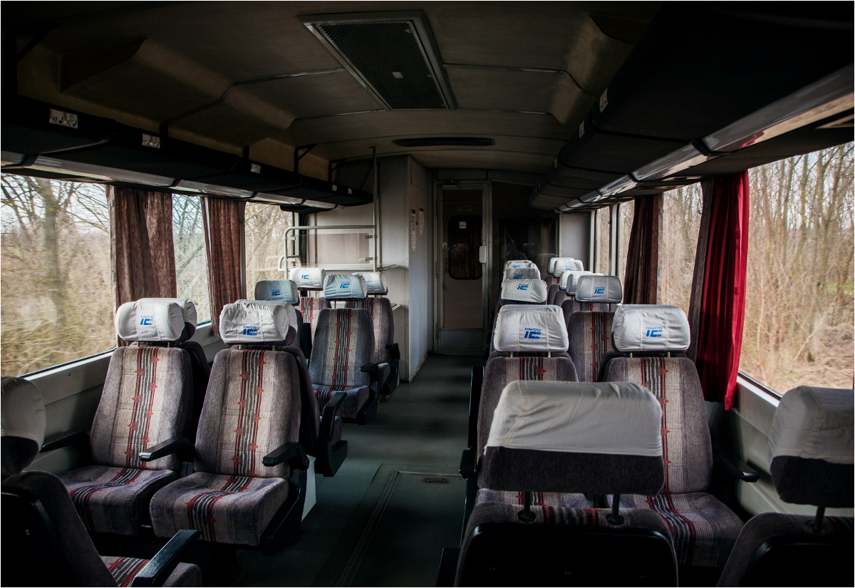 We wnętrzu wagonu motorowego relacji Fehérgyarmat - Zajta