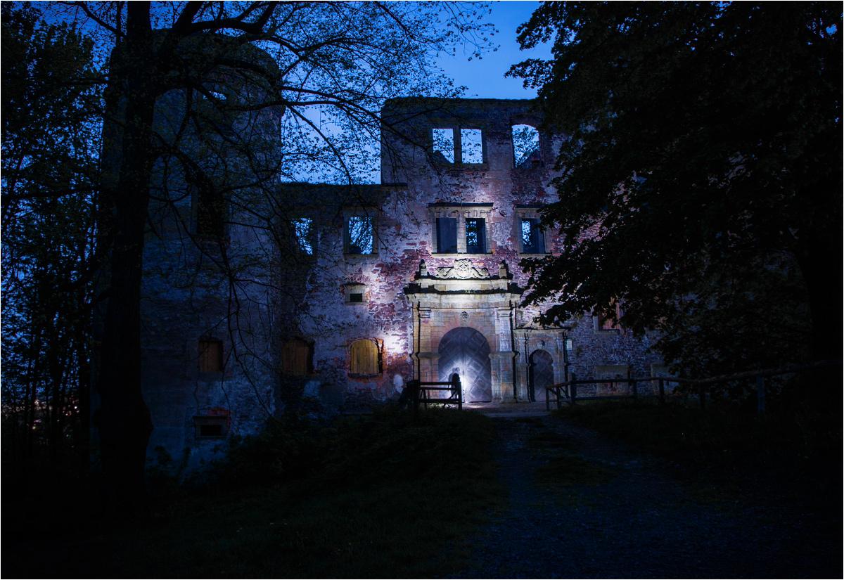 """Zamek Świny. """"Zadbana ruina"""" kilkadziesiąt kilometrów od Ratna Dolnego"""