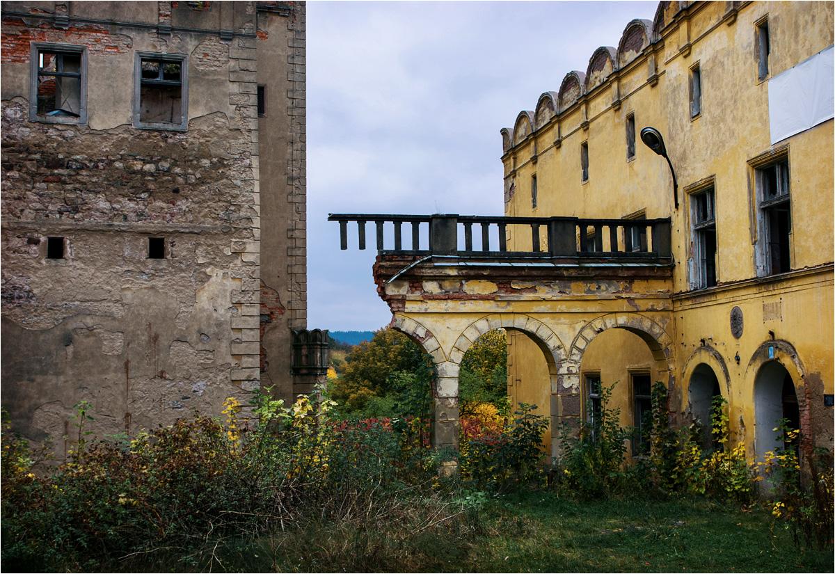 Opłakany stan zamku po pożarze i wieloletnich zaniedbaniach