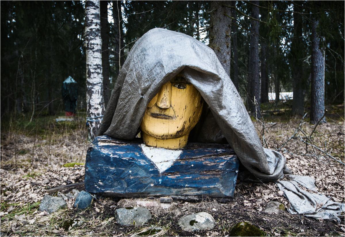 Za to w ogrodzie stoi drewniany Atatürk. Z brezentem na głowie przypomina bardziej Robin Hooda, niż pierwszego prezydenta Republiki Turcji