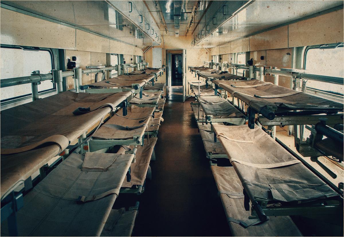 Wagon szpitalny. Ujęcie z góry...