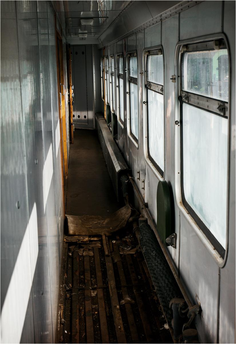 A korytarze wyglądają na pierwszy rzut oka jak w zwykłym wagonie pasażerskim