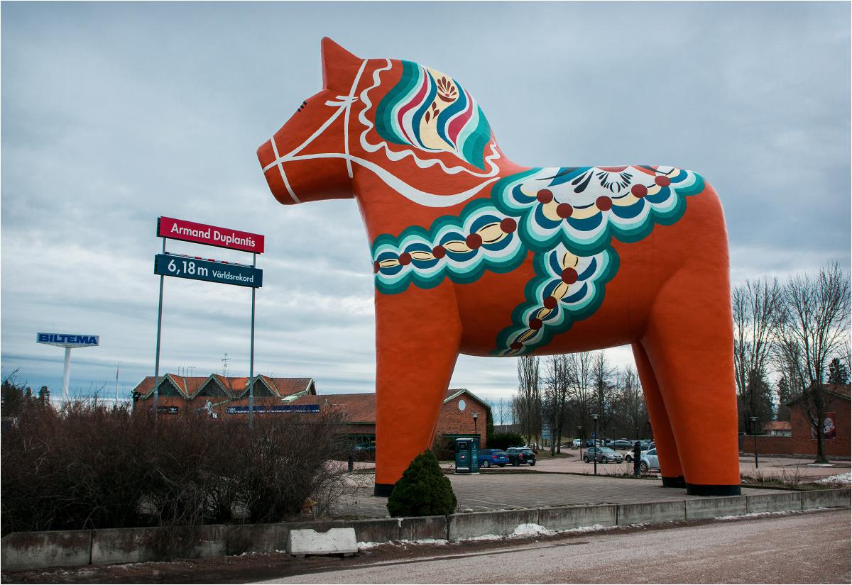 Największy na świecie koń dala z Avesty. Niestety okolica raczej nie skłania do zachwytów...