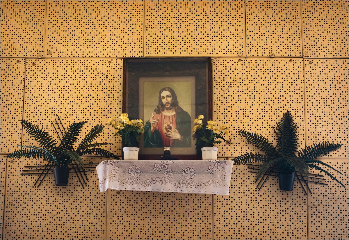 Ładownic pilnuje pan Jezus z naściennego ołtarzyka