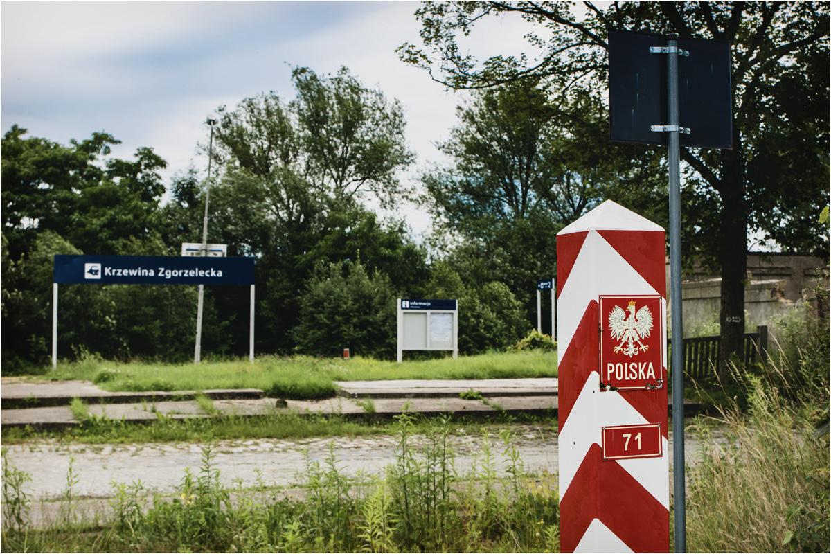 Peron rozciąga się zaledwie 50 metrów od granicy