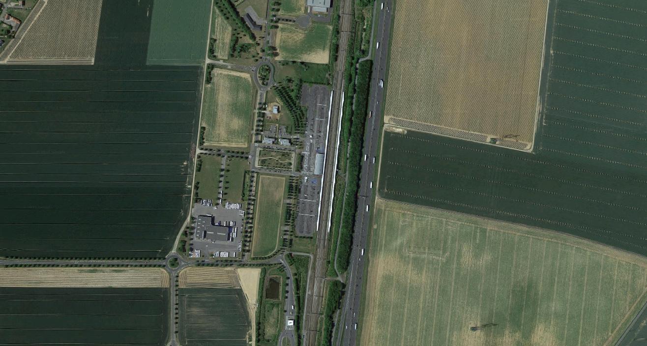 Haute-Picardie - dworzec pośrodku buraczanych pól. Fot. Google Maps