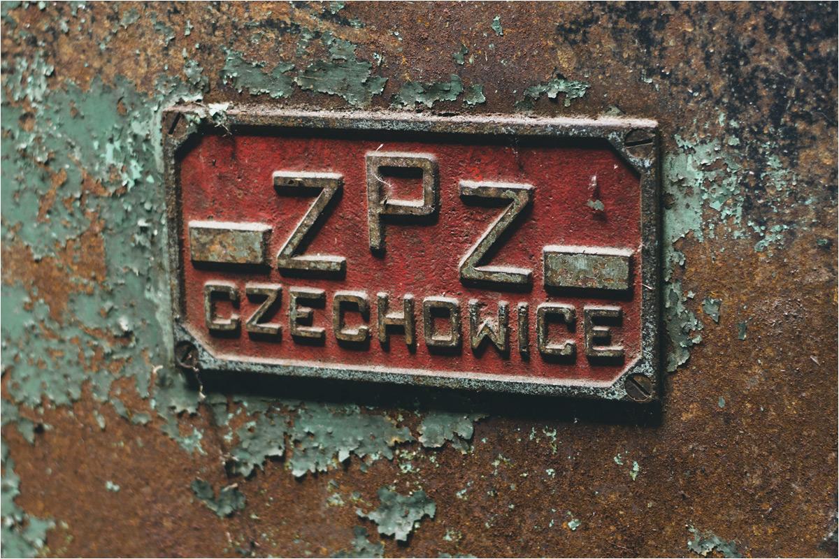 Na jednej z maszyn widnieje logo drugiej słynnej polskiej zapałczarni - ZPZ Czechowice. Produkcja w Czechowicach dobiegła końca na początku 2021 roku