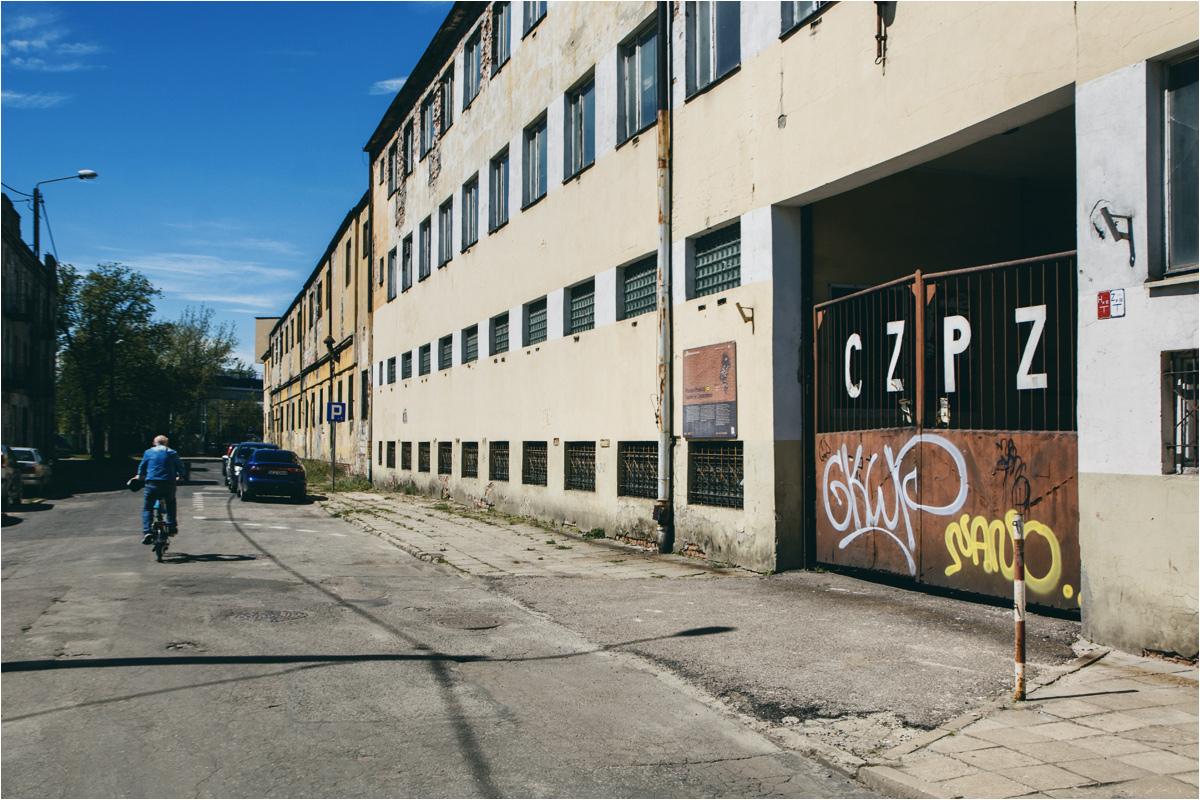 Muzeum zapałek w Częstochowie nie jest w dobrej sytuacji, o czym przekonuje już brama wejściowa. Warto się jednak nie zrażać i wejść do środka