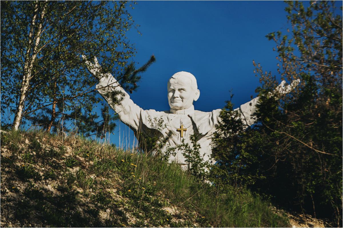 Złośliwi twierdzą, że jego twarz bardziej przypomina Mariusza Pudzianowskiego, niż papieża
