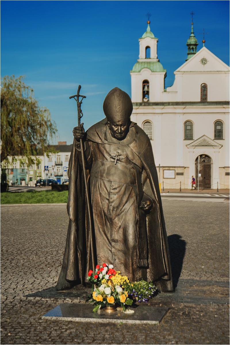 Pomnik papieża na placu Daszyńskiego w Częstochowie